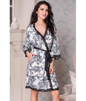 Короткий халат выполнен из принтованного искусственного шелка Paulina (EMM 8163)